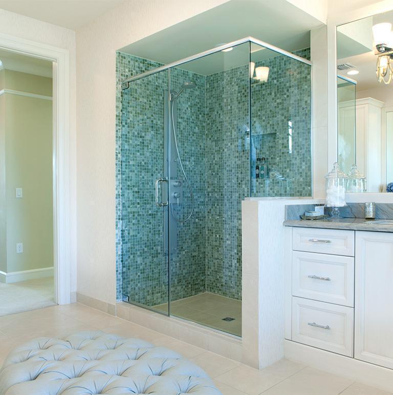 szklana kabina prysznicowa w łazience